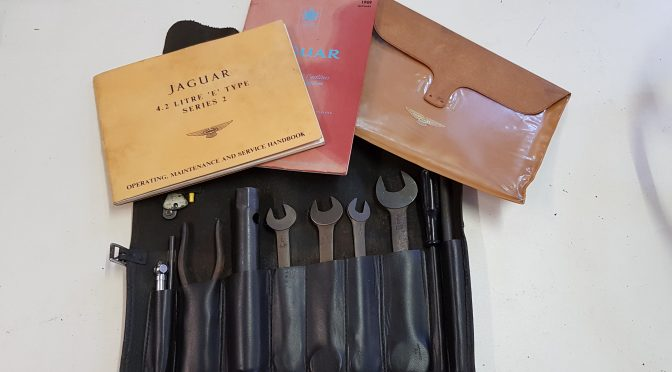 Mint genuine E Type S2 tool kit